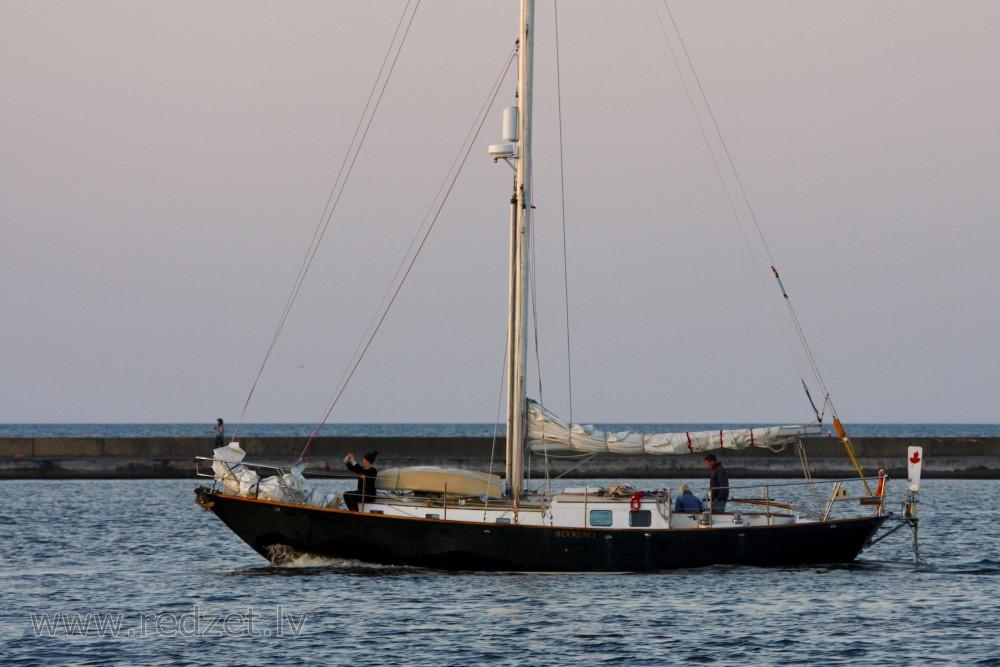 laivu tirgotājs latvijā buru laivas
