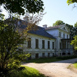 Lestene Manor House